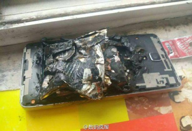 Xiaomi Mi 4 Meledak Saat di Charge?