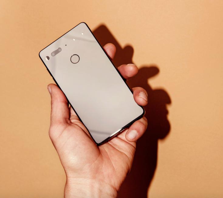 Essential Phone Buatan Pencetus Android — Lebih Bagus dari iPhone?